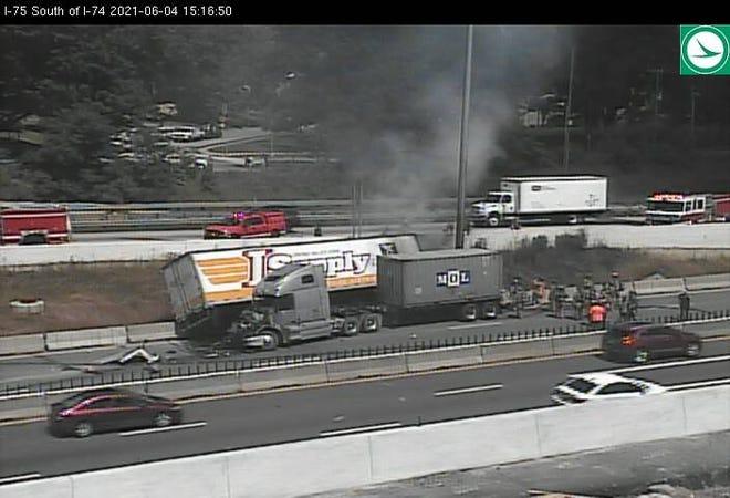 A crash involving two semis has shut down traffic on I-75