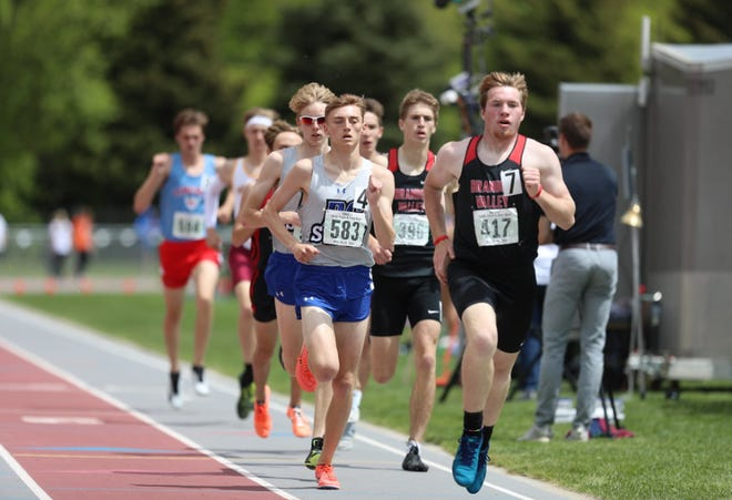 Brandon Valley's Austin Vigants leads the pack in the 800 at the Class AA State Track and Field meet on Saturday, May 29, 2021 in Sturgis.