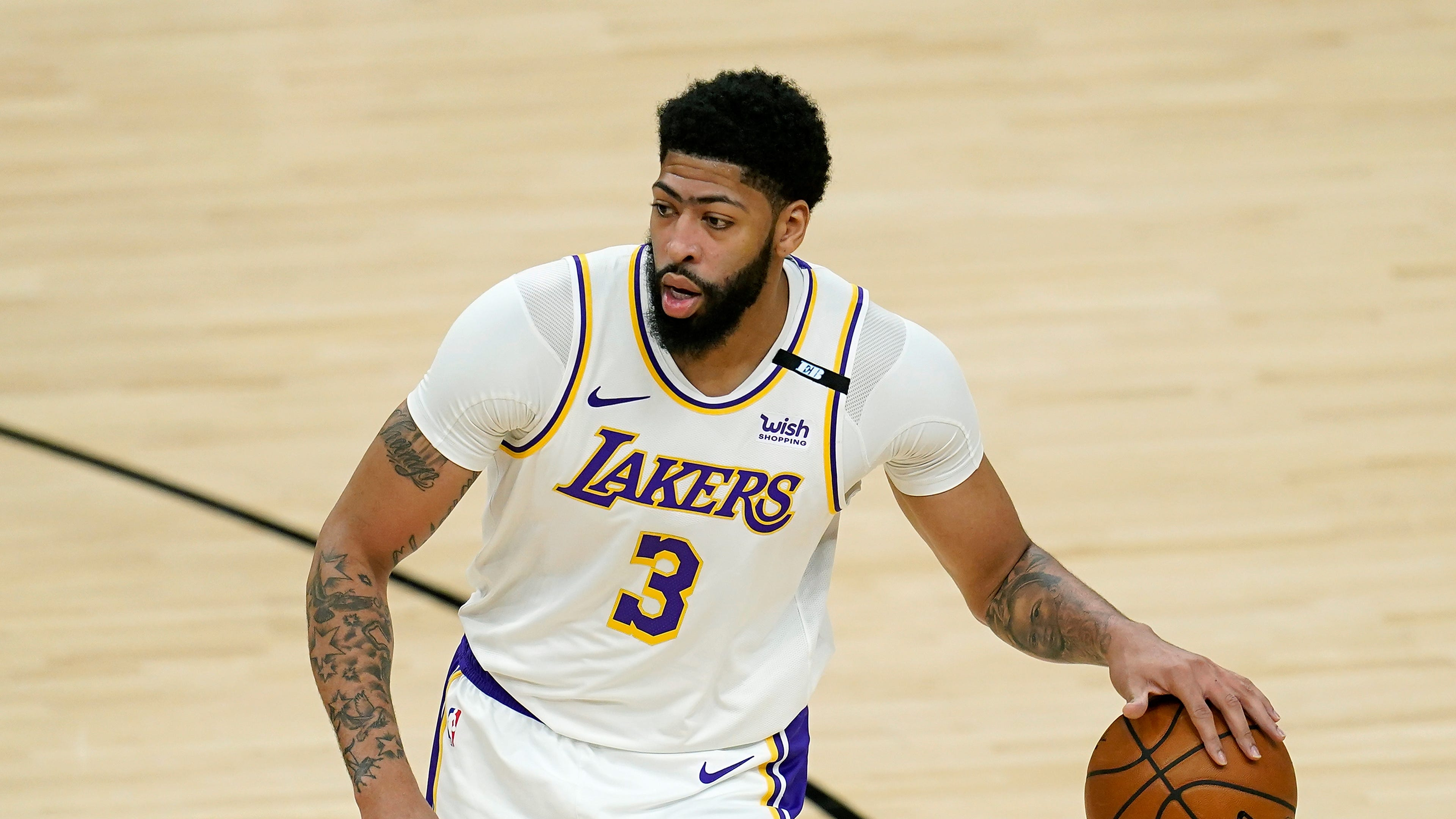 NBA Playoffs: Lakers' Anthony Davis returns for Game 6, but leaves after aggravating groin injury vs. Suns