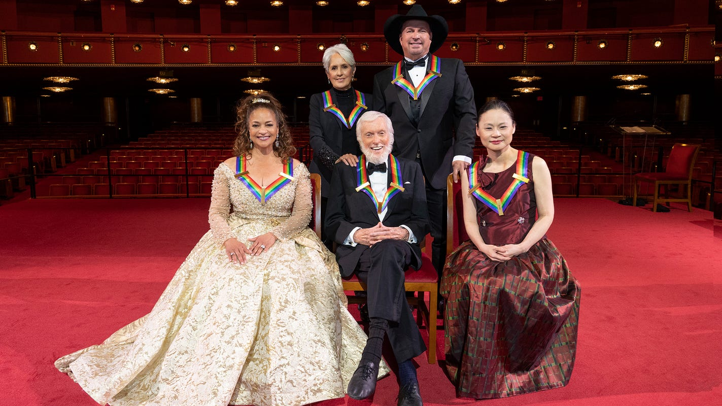 Kennedy Center Honors: An emotional Garth Brooks, Julie Andrews' tribute to Dick Van Dyke, more