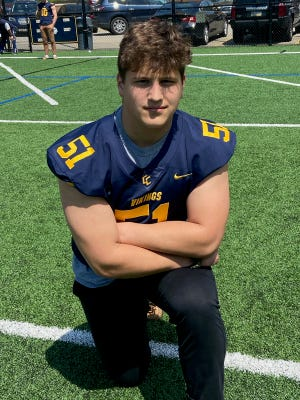 Pittsburgh Central Catholic defensive tackle standout Donovan Hinish has verbally committed to Notre Dame.