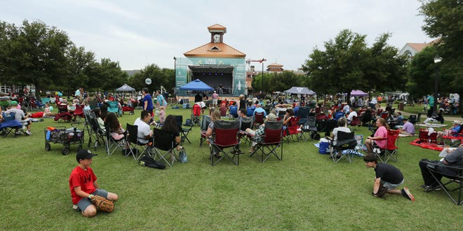 """Last week's first """"Live at the Plaza"""" concert since 2019 -- the 2020 season was canceled because of the pandemic -- drew a large crowd to Government Plaza on June 4 to hear Sonik Jones followed by The Kemistry Project. The June 11 concert was canceled because of rain. [Staff File Photo/Gary Cosby Jr.]"""