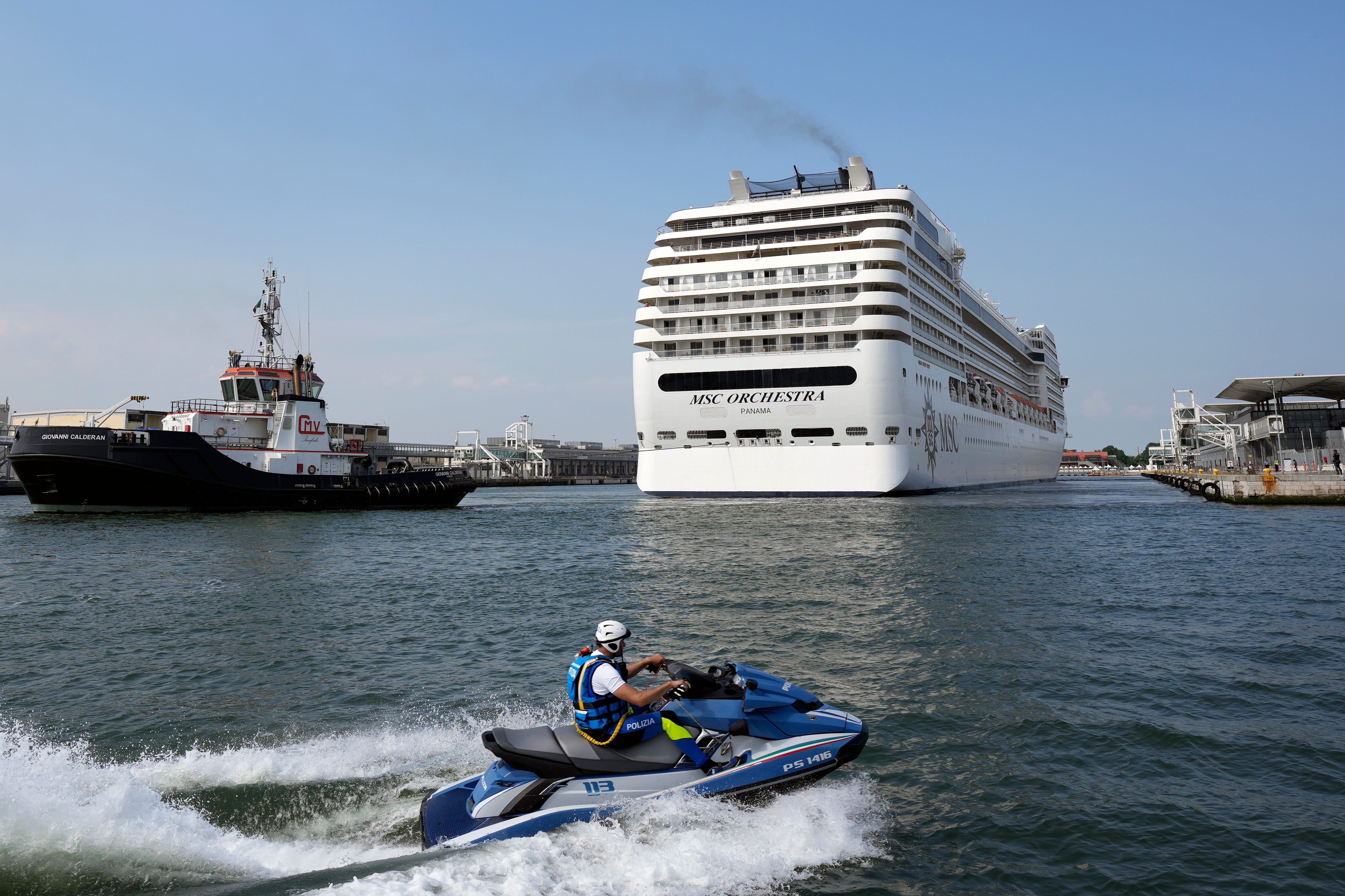Cruise ships restart in Venice, bring environmental protests 2