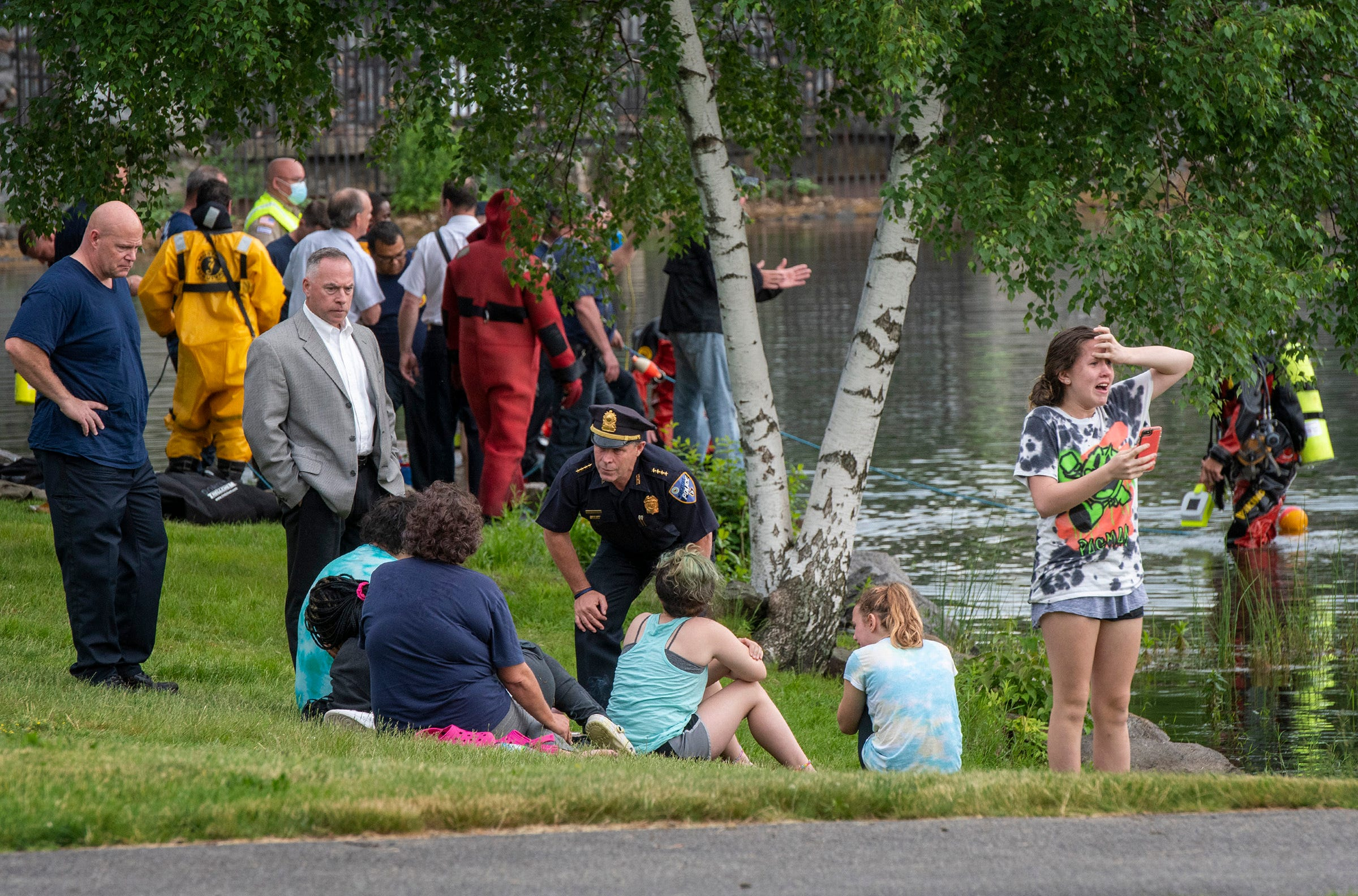 Mass. officer drowns trying to save teen who also died 2