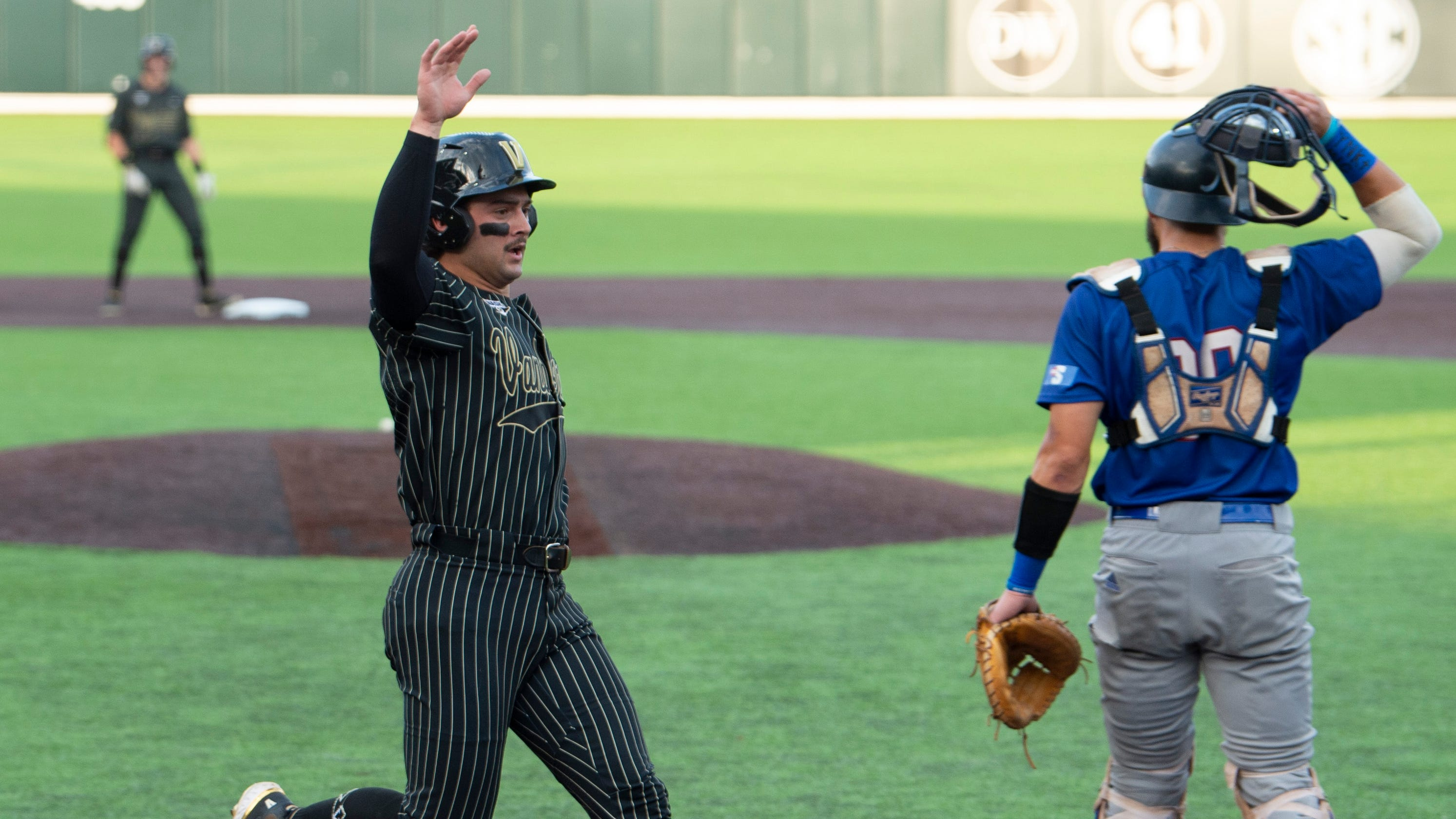 Vanderbilt infielder Tate Kolwyck leaves with injury vs. Presbyterian Blue Hose baseball