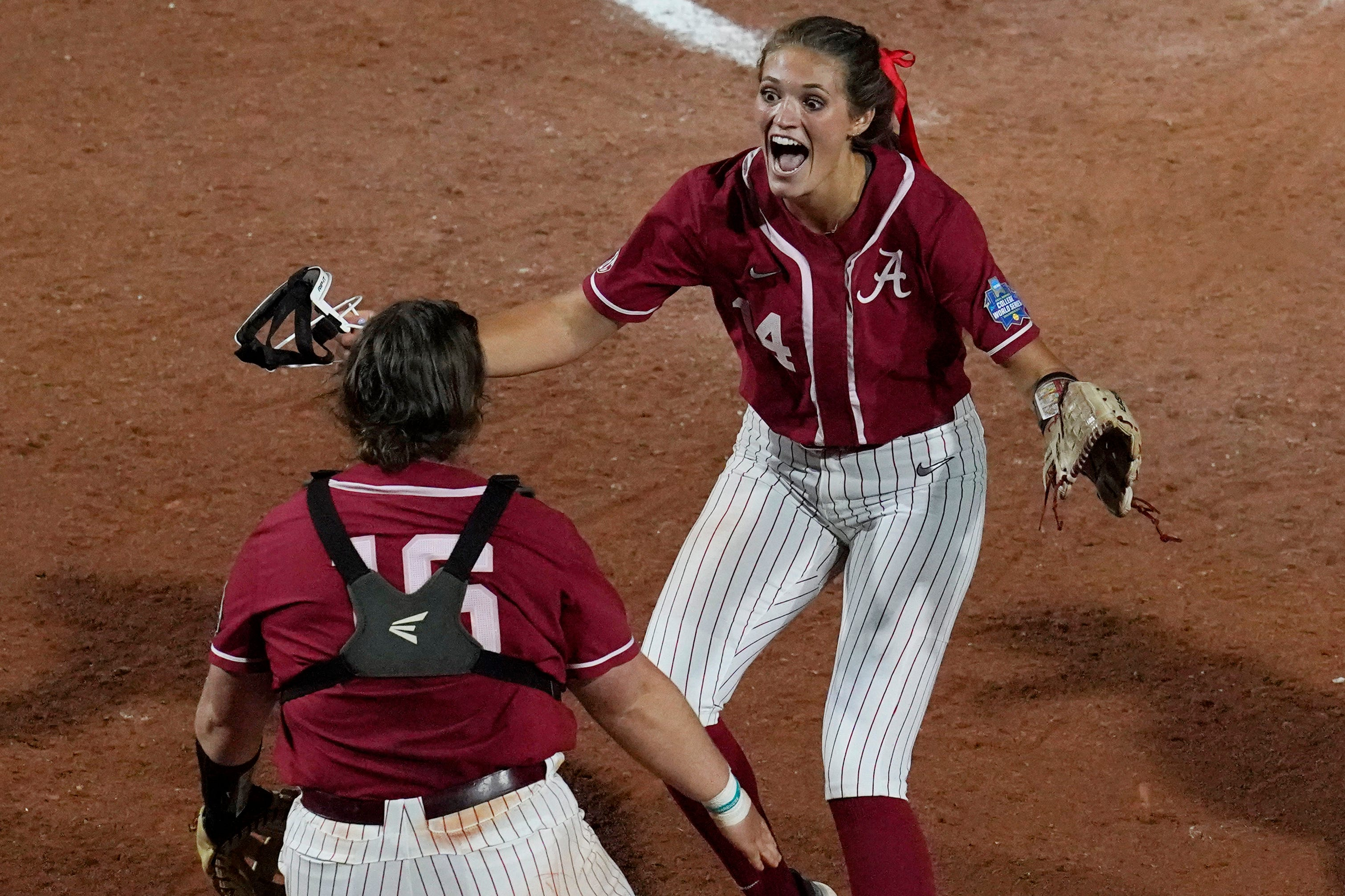 Montana Fouts throws perfect game as Alabama softball advances to WCWS semifinal with win over UCLA
