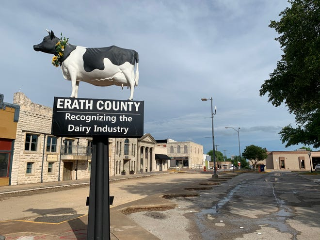 Michael Barnes arrived in Stephenville in time for the Moo-La Fest. The Erath County courthouse square is actually a lot busier than is suggested by this photograph.