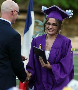 Chloe Terpenning de Burlington High School acepta su título durante el ejercicio de graduación de la escuela el sábado 5 de junio de 2021 en Bracewell Stadium.