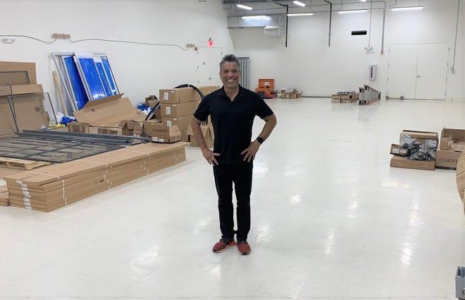 Roland Certesa, Presiden dan CEO GTA, berdiri di bagian yang tidak terpakai dari Pusat Data Pitty GTA pada 2 Juni 2021.  Cerdesa mengatakan Guam siap untuk memperluas operasi di pusat karena peran Guam dalam telekomunikasi global terus berkembang.