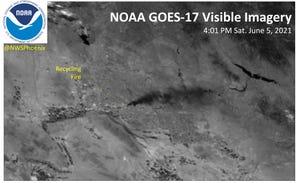 Un'immagine satellitare di un incendio in un cantiere di riciclaggio di Phoenix visibile dallo spazio il 5 giugno 2021.