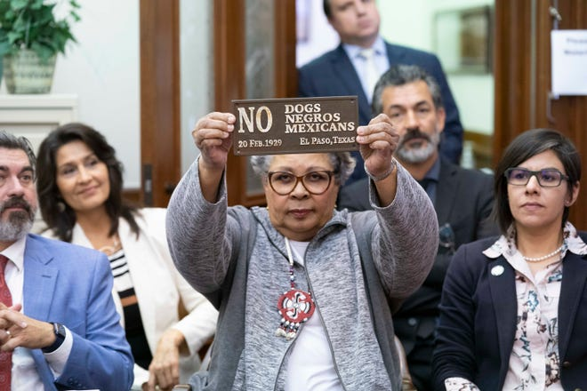 Rep. Senfronia Thompson, D-Houston, holds a replica of a historical sign as she and Latino and Black Democratic members talk to reporters on the final day of the 87th Texas Legislature. The group led a walkout that stalled SB 7, the voting restrictions bill. [BOB DAEMMRICH/CAPITOL PRESS PHOTO]