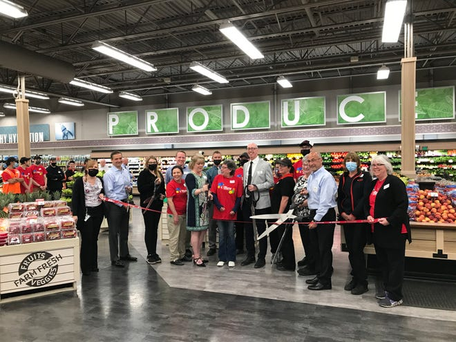 Tops Friendly Markets cut the ribbon on its 16th renovation since 2020 – itsDansvillestore located at 35 Franklin Plaza.