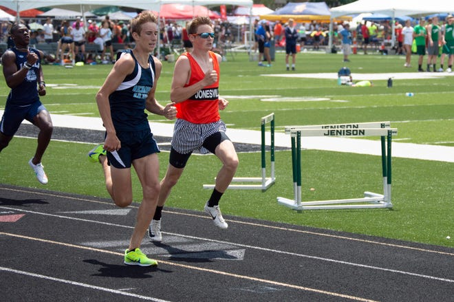 Alan Knowles finished in eighth place (podium)for the 400 meter dash finals.