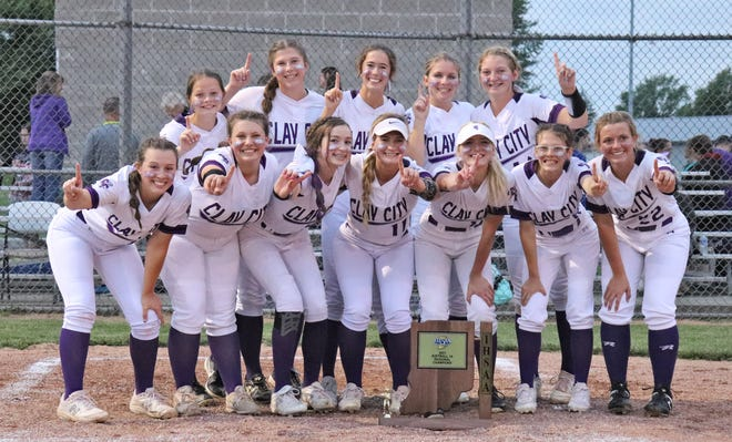 Your 2021 IHSAA Class 1A Regional champs, the Clay City Lady Eels.