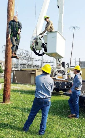 Four City linemen recently completed a three-day lineman course in Lafayette.