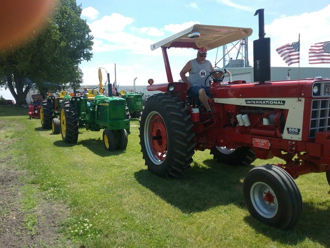 Gene Vandevoode hosted a 25 mile tractor drive from his farm North of Annawan as part of the village's Fun Days over the weekend.  Thirty-foour tractors toured Annawan township at 13 mph and many stayed around for the noon parade.