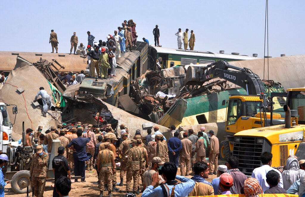 Train barrels into another in Pakistan, killing at least 51 2