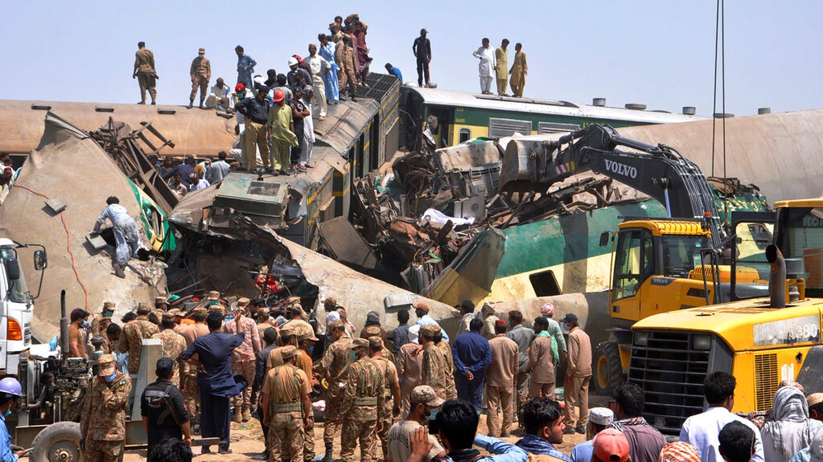 Train barrels into another in Pakistan, killing at least 51 3