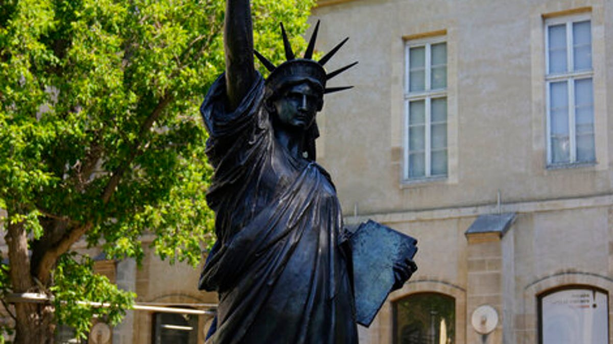 Mini Lady Liberty statue heads to US for July 4 celebrations 3