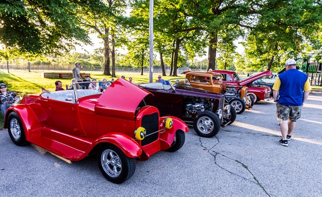 In September, there are many classic car shows in the Milwaukee-area suburbs.