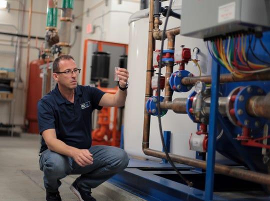 Brian Beckett, viceprezident pro řešení pro životní prostředí ve společnosti IWC Innovations, provádí posouzení vodního rizika ve městě v hotelu Ahern v Las Vegas.