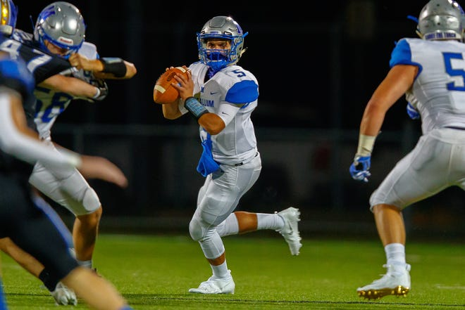 McCallum quarterback Jaxon Rosales looks for a pass receiver against Anderson in last season's taco Shack Bowl. The 5-foot-9, 160-pound senior guided the Knights to 21.7 points a game in district play in 2020.