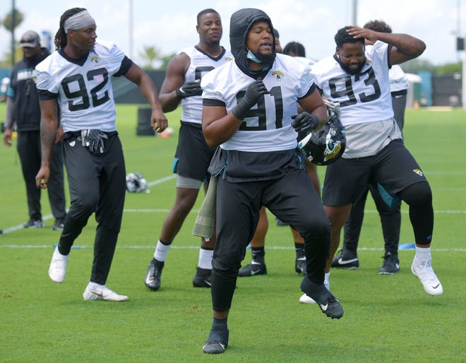 Jaguars defensive players Jordan Smith (92),  Dawuane Smoot (91) and Daniel Ross (93) work on their line dancing moves at the start of Tuesday's OTAs.