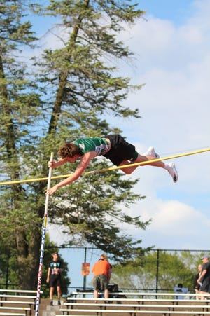 Nate Clarke-Holke vaulted his all-time best of 4.11m to place second at the meet.