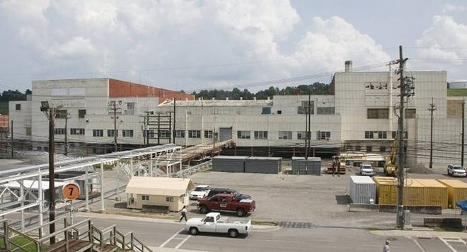 A full view of the 500,000-square-foot Alpha-4 facility, a Manhattan Project facility slated for demolition in Oak Ridge.