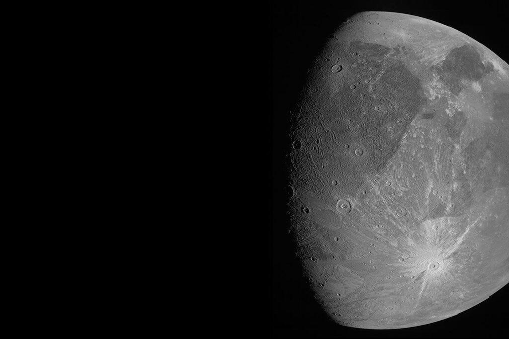 Spacecraft buzzes Jupiter's mega moon, 1st close-up in years 1