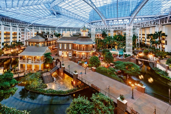 Explore, shop and dine in the beautiful atriums throughout Gaylord Opryland Resort.