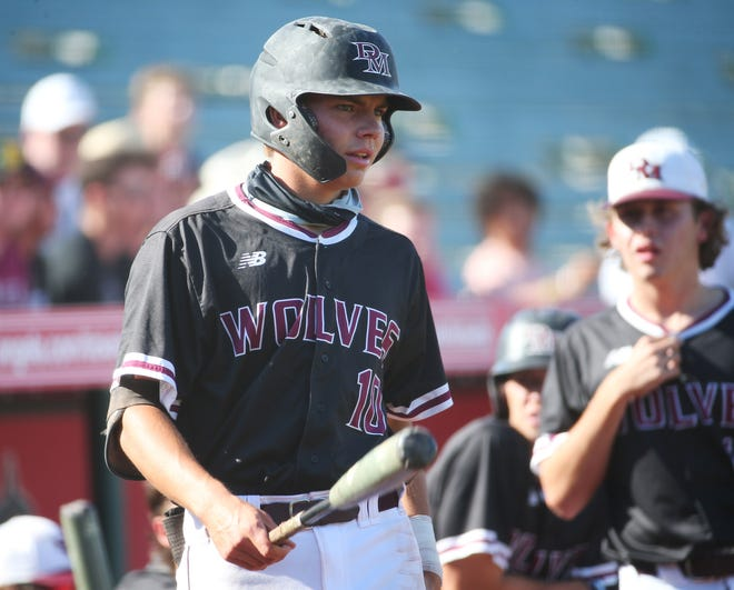 Desert Mountain's Wes Kath (10) prepares to bat against Sunrise Mountain during the 5A baseball state championship game in Tempe, Ariz. May 17, 2021.