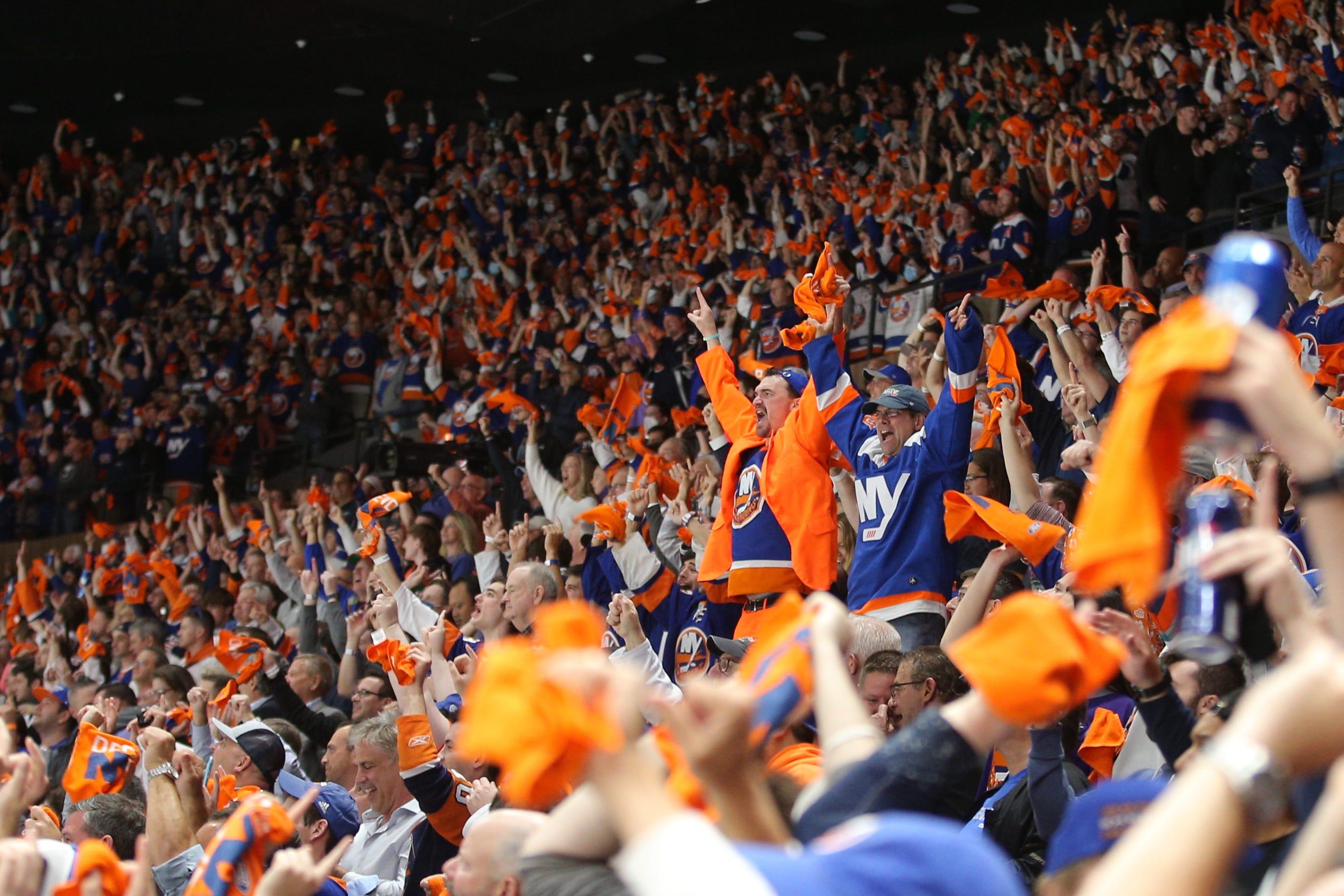 Islanders – and fans – giving Nassau Coliseum proper sendoff with final postseason run