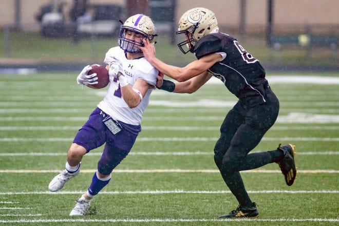 Robert Adame, left, cuts the corner for Marble Falls while trying to shake Crockett's Xavier Chapa in a game last season. Adame, a 5-foot-9-inch, 170-pound senior with 4.6 speed, rushed for785 yards and seven touchdowns a year agoand will likely get a lot more than the 104 carries he hadin 2020.