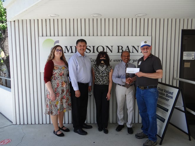 Lion Steven Morgan accepts a $500 donation from Mission Bank for the Community Fireworks Show. Shown (l-r) from Mission Bank are Deborah Arsenault, Roger Ussery, Kathryn Schnuderl, and CEO Solomon Rajaratnam, with Morgan on the far right.