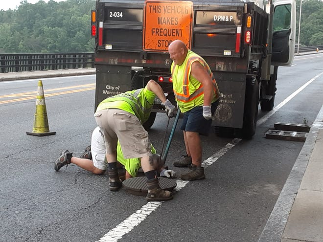 A public works crew to the rescue.