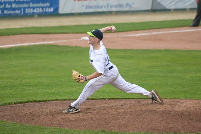 Aaron Dona pitching for the Worcester Bravehearts.