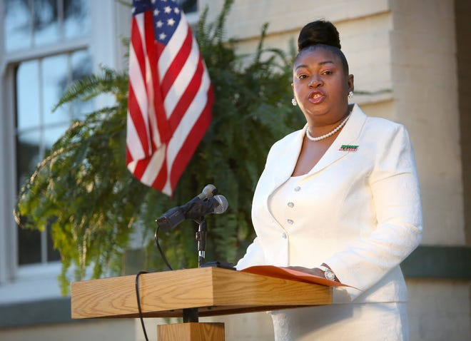 Diyonne McGraw thanks her supporters during a swearing-in ceremony for School Board members held outside the headquarters of the school board in Gainesville on Nov. 17.