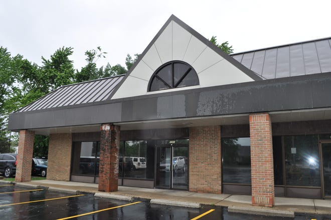 Massey's Pizza will open in this storefront at 5068 Cemetery Road, formerly Iacono's Pizza & Restaurant.
