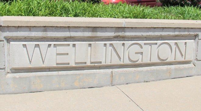 Decorative Wellington sign on N. Washington Ave.