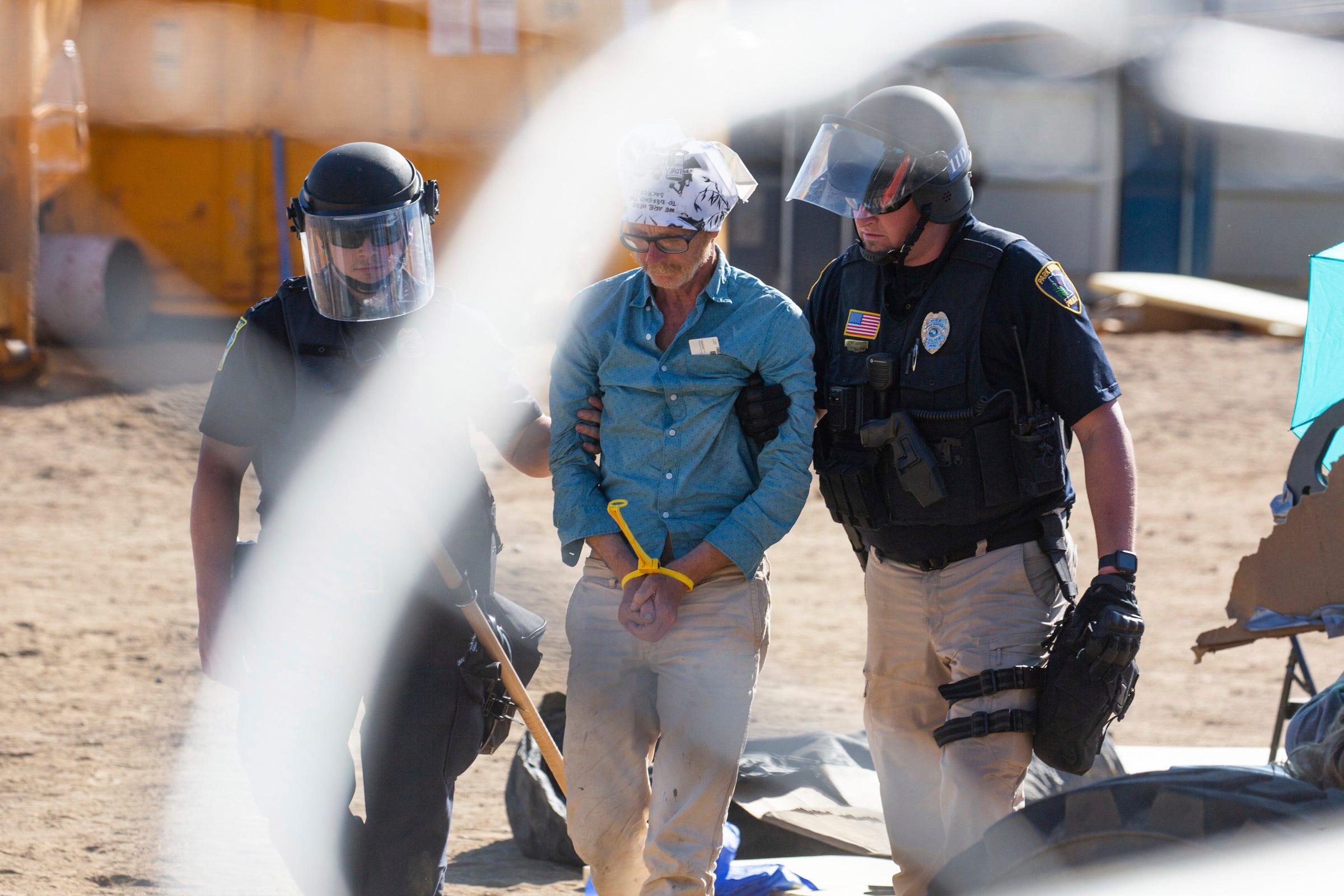 Protesters maintain blockade at Minnesota oil pipeline site 2