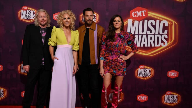 89b573b4 1daa 46ad b246 cfc460b77a99 cmt awards 052 CMT Awards 2021 top moments: Taylor Swift wins remotely, H.E.R. slays with Chris Stapleton