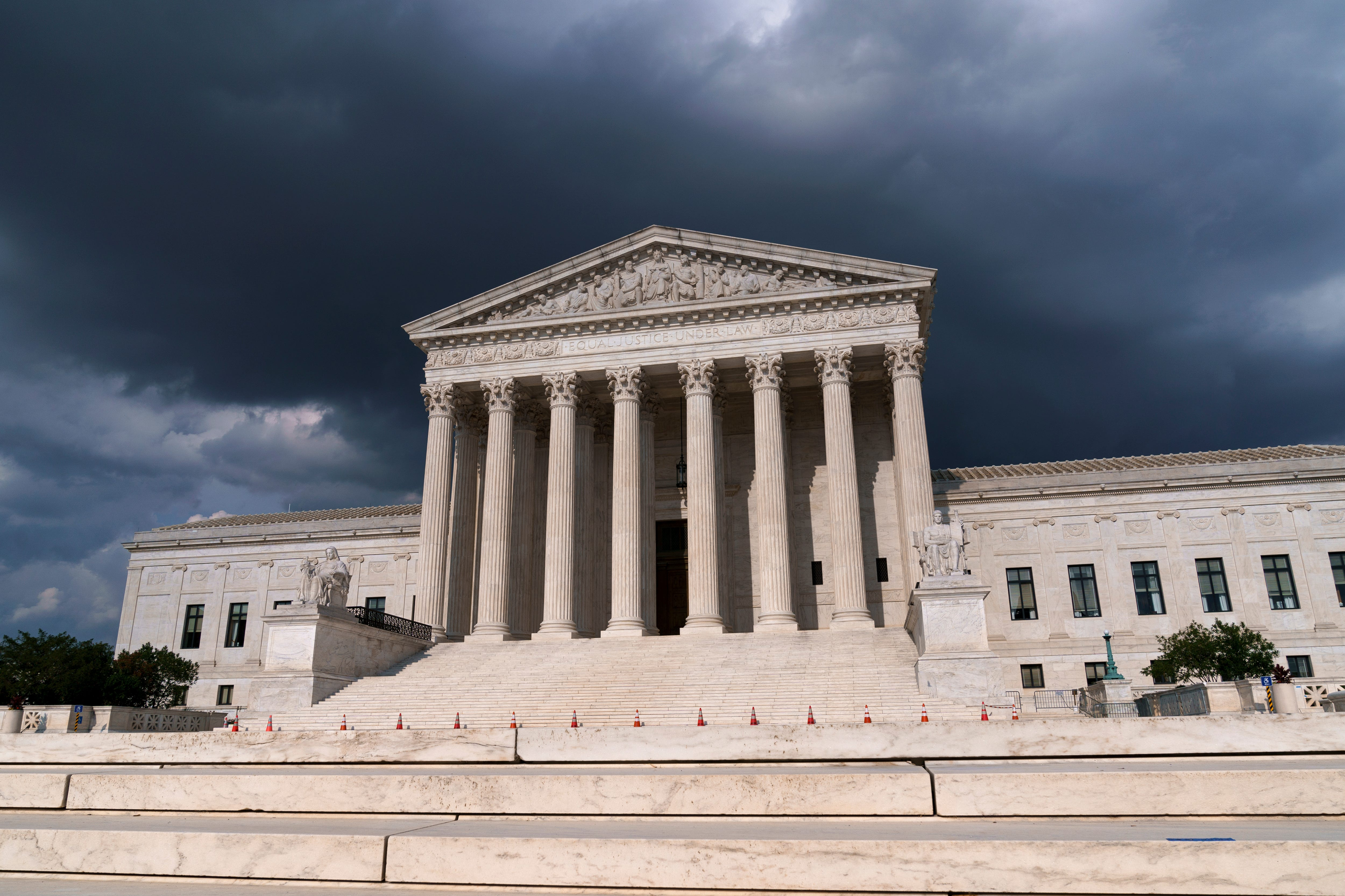 Supreme Court balks at automatic warrantless searches when police are in  hot pursuit  for lesser crimes