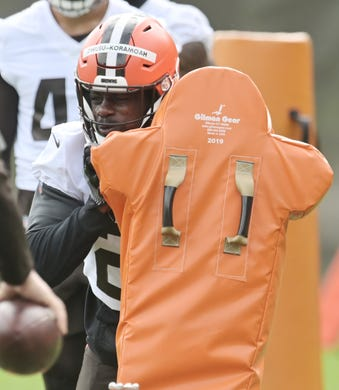 Cleveland Browns linebacker Jeremiah Owusu-Koramoah  runs a drill during organized team activities on June 9.
