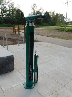Im Rahmen des Projekts Erie Canal Trail wurde östlich der Ilion Marina eine Selbstbedienungs-Fahrradreparaturstation eingerichtet.