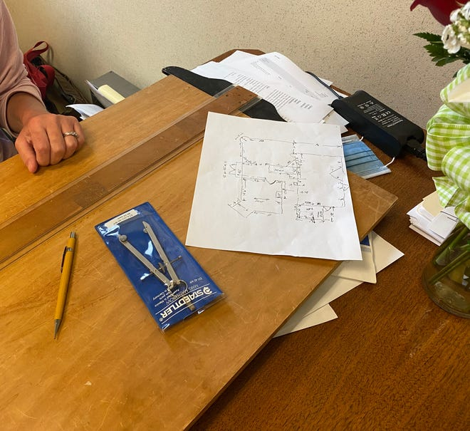 Katrena Ramsey prepares to make sketches of the McIntosh's floor plan.