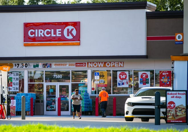 Customers use the new Circle K at Southwest 95th Street Road and State Road 200 last week.