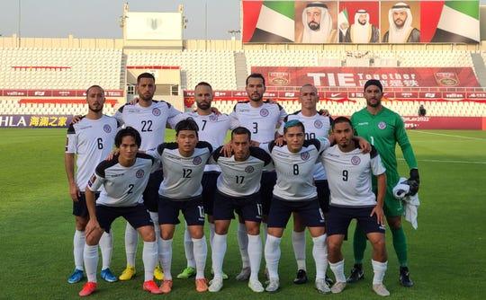 تم اختيار 11 لاعباً أساسياً لمنتخب غوام أمام سوريا قبل مباراة الدور الثاني لكأس العالم 2022 في قطر و 2023 في التصفيات الآسيوية المؤهلة لكأس آسيا 2023 على استاد الشارقة في الإمارات العربية المتحدة يوم 7 يونيو / حزيران.  من اليسار إلى اليمين: Isiah Lagutang و Clayton Sato و Alexander Lee و Mark Chargualaf و Shawn Aguigui.  الصف الخلفي ، من اليسار إلى اليمين: جاستن لي ، ترافيس نيكلاو ، جون ماتكين ، مارلون إيفانز ، جيسون كونليف (القبطان) ودالاس جاي.