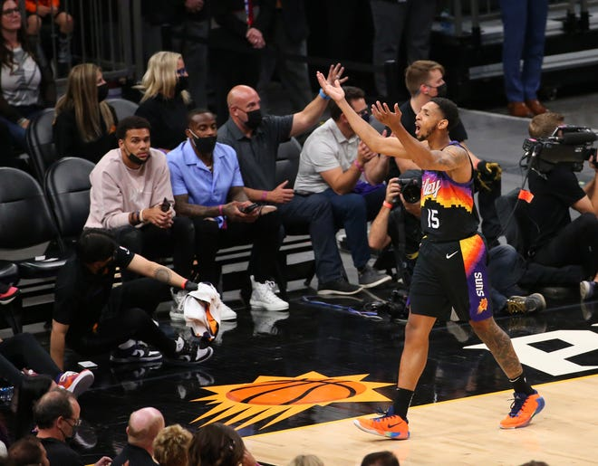 Phoenix Suns guard Cameron Payne (15) turns to the fans during the fourth quarter against the Denver Nuggets in Game 2 in Phoenix. June 9, 2021.