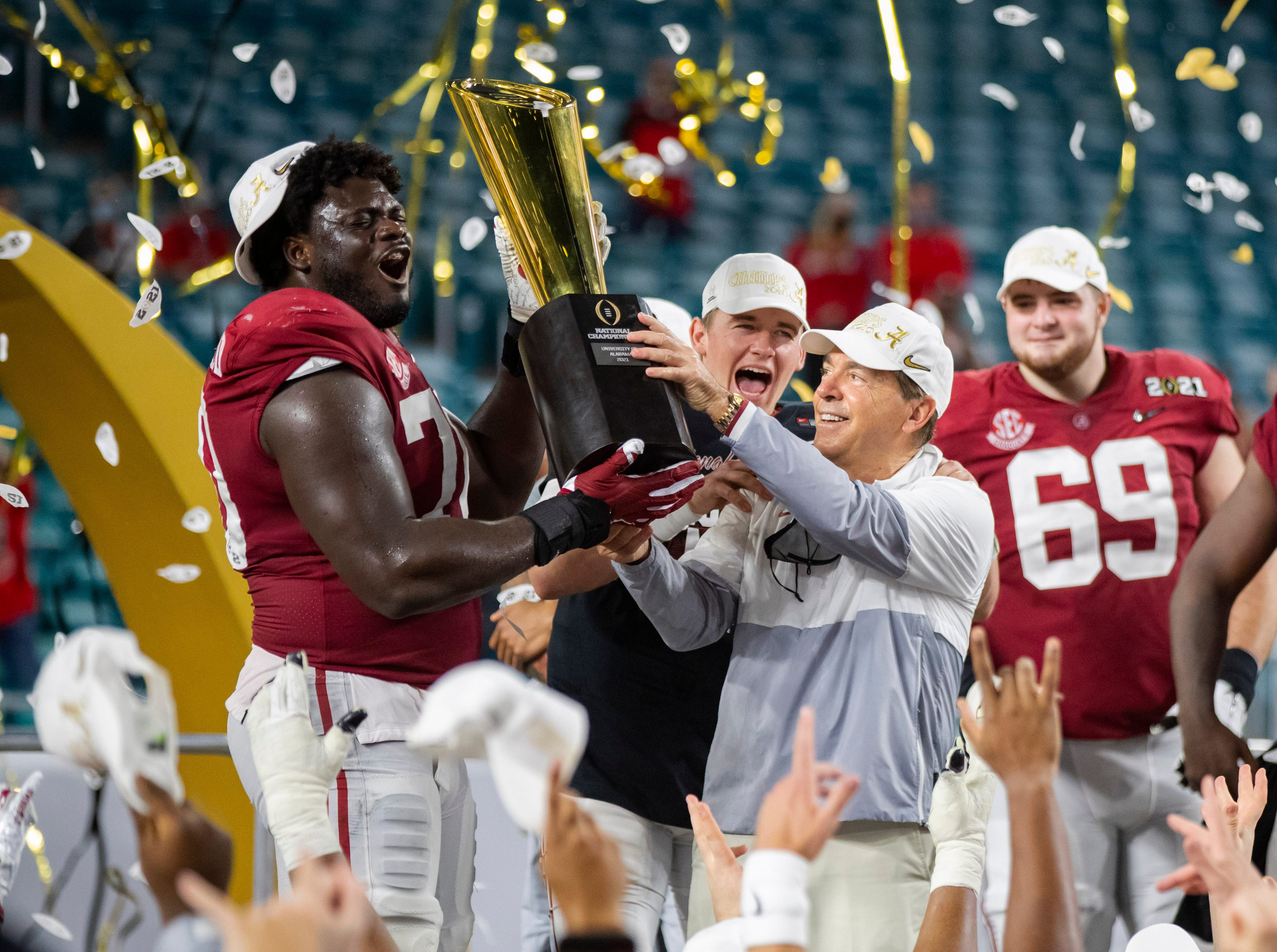 Group recommends expanding College Football Playoff to a 12-team bracket